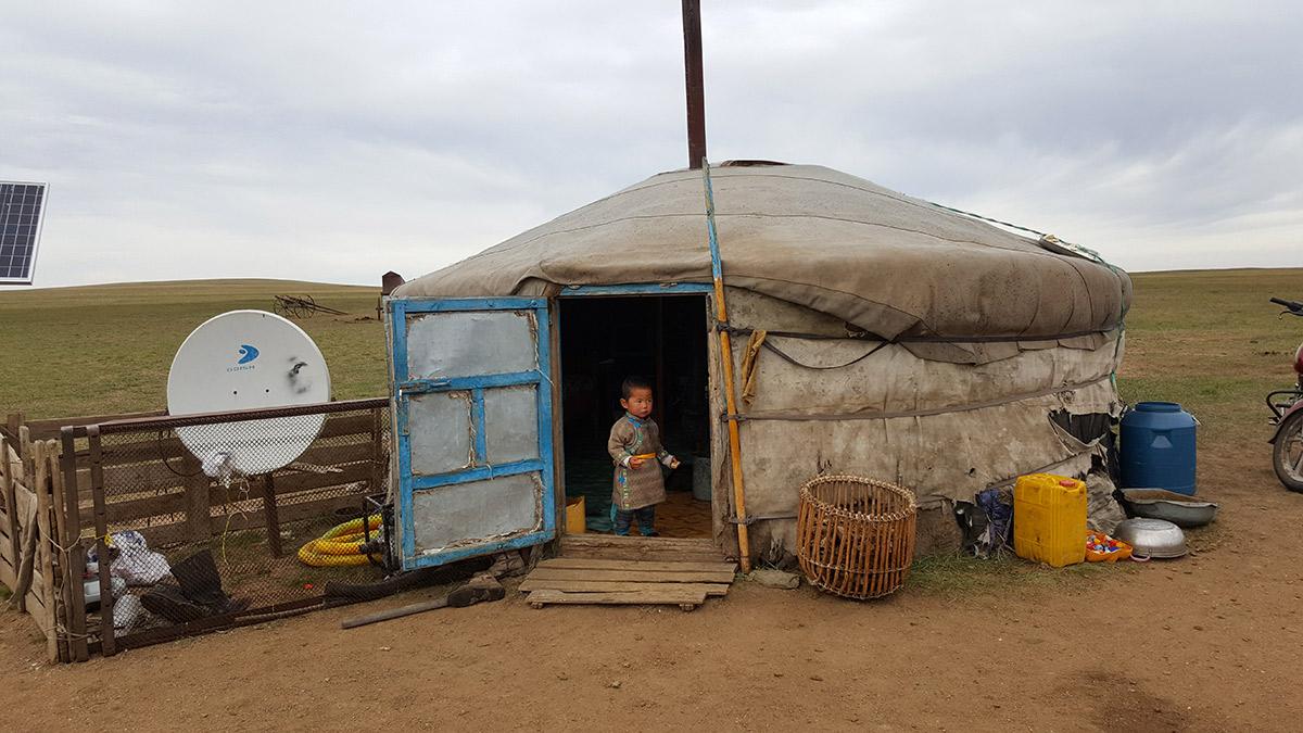 Mongolia_Gher_bambino